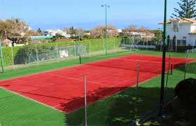 Play tennis on the Complex